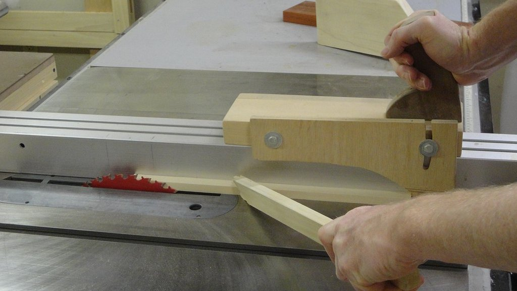 Fence Straddling Push Jig For Thin Stock