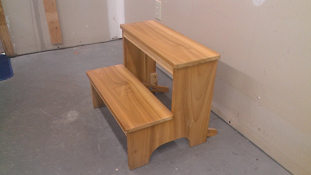 Poplar step stool with anti-tip bars